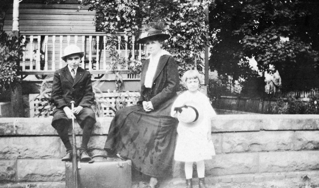 Edwin Compton, Ree Maddox Compton, and Frances Compton, Front Royal, circa 1917.
