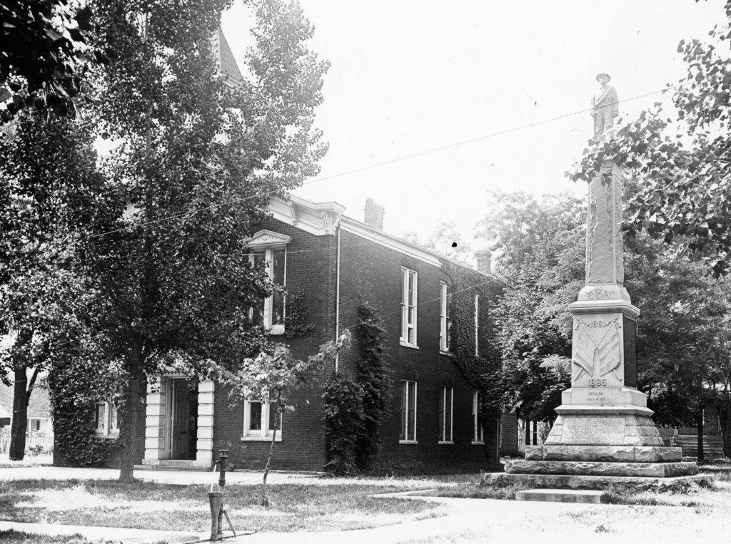 Warren County Courthouse, Front Royal, circa 1930.