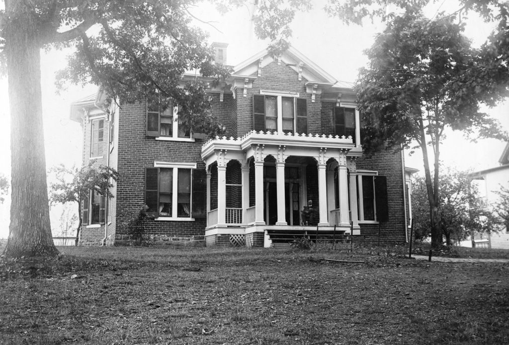 MacAtee home on Luray Avenue, Front Royal, circa 1925.