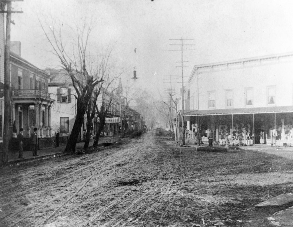 Main Street and Chester Street, Front Royal, circa 1906.