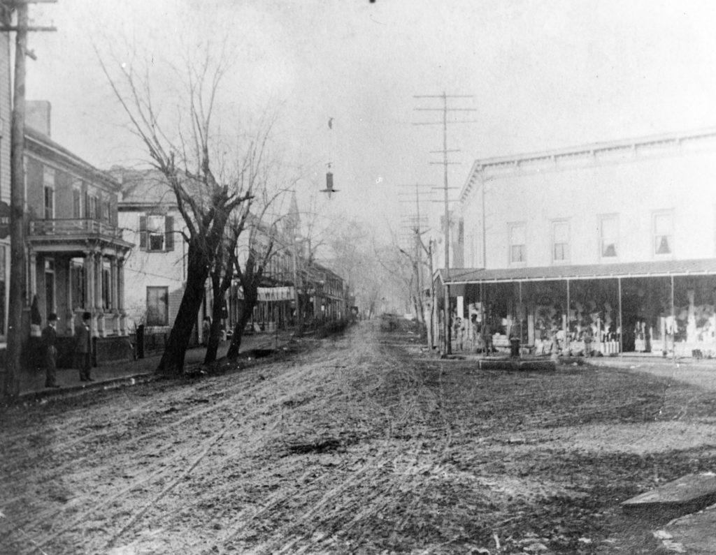 Main Street and Chester Street, Front Royal, circa 1906.