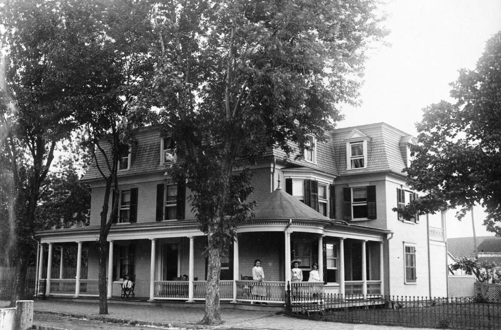 The Miller house on West Main Street, Front Royal, circa 1920.