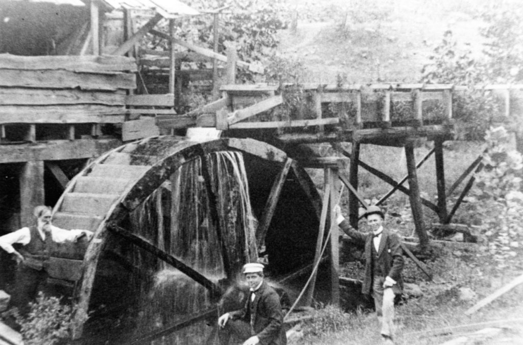 Riverton mill wheel, circa 1905.