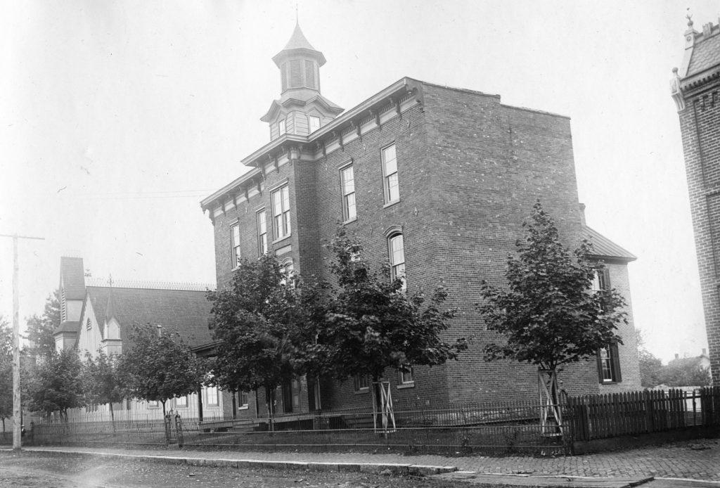 Warren County High School, circa 1920.